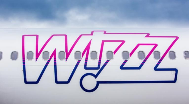Wizz air fly logo
